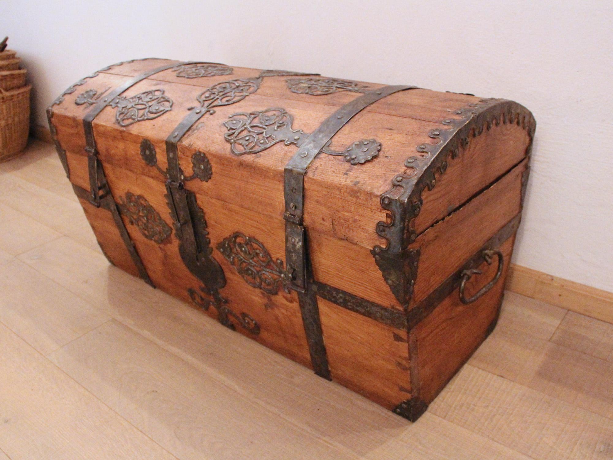 Holztruhe Antik